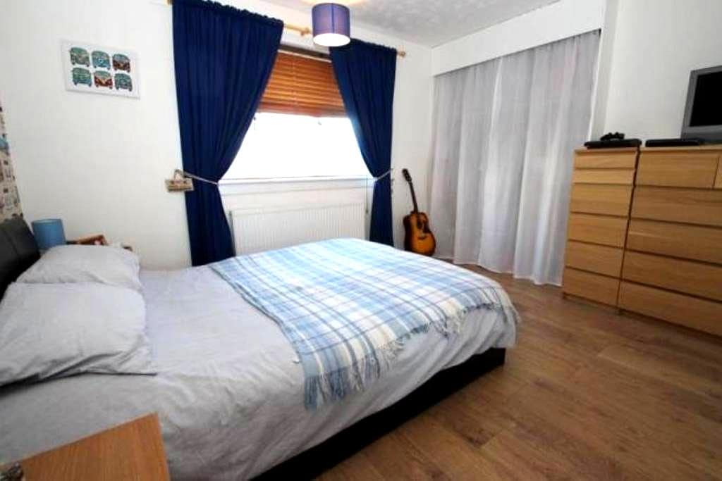 Nice double room in countryside area of Glasgow - Glasgow - Apartment