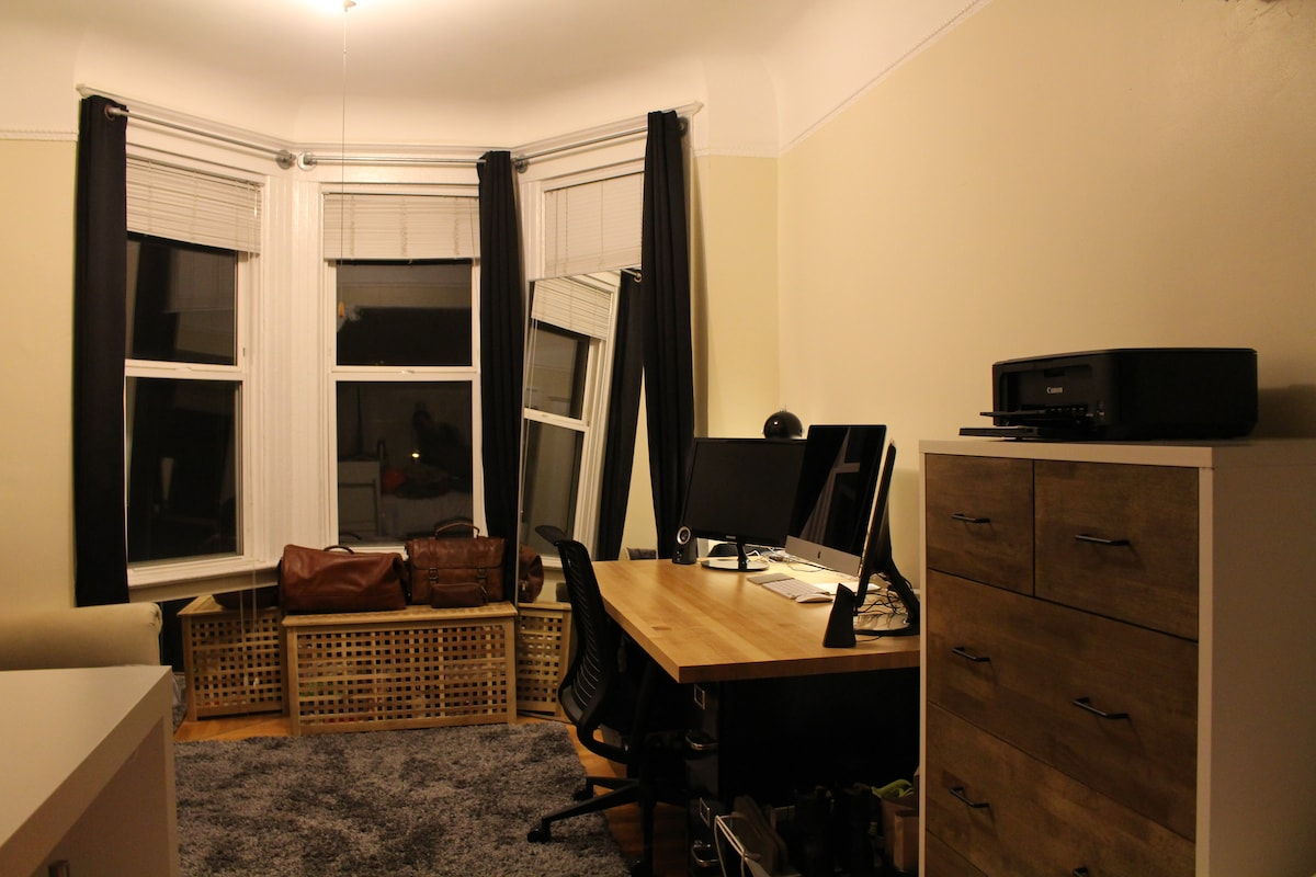 Another shot of the room from a different angle.
