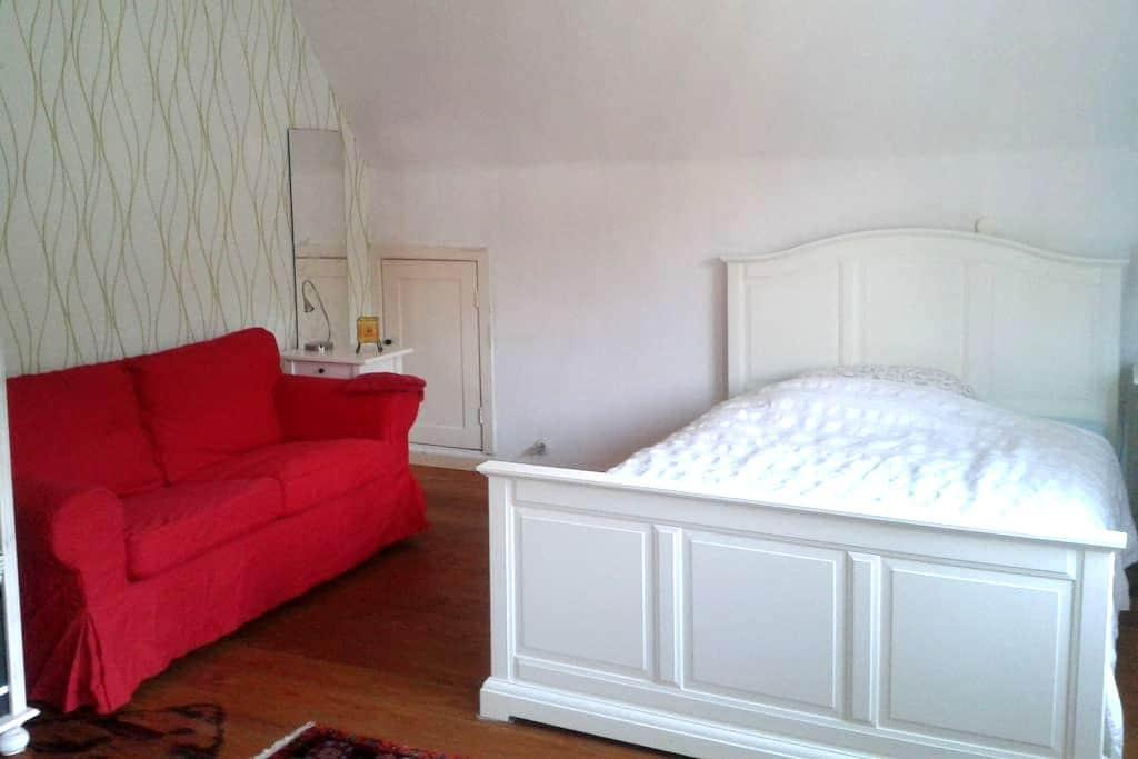 30 qm Zimmer mit Küche im EFH in Bergedorf - Hamburg - House
