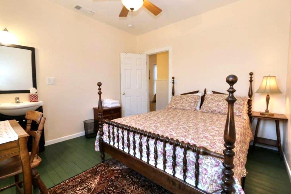 The Bartlett (Rose Room) - Walnut Grove