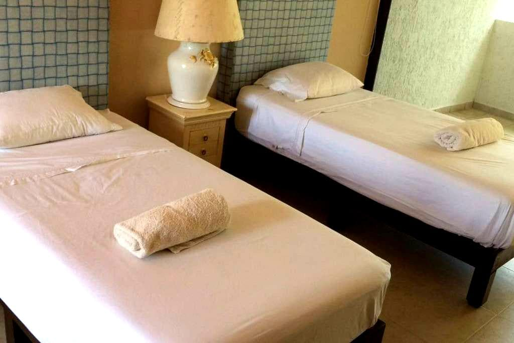 BEST PRICED ROOMS IN HOTEL ZONE IN CANCUN 2 BEDS - Cancún - Villa