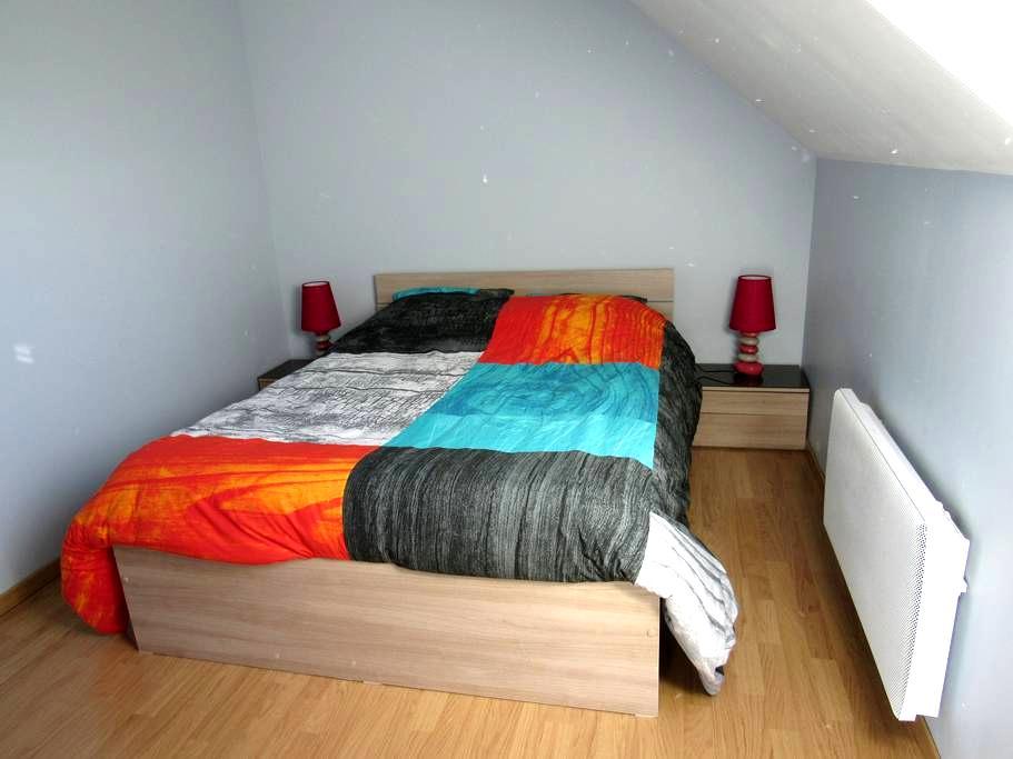 chambre meublée bleue - Montmartin-sur-Mer