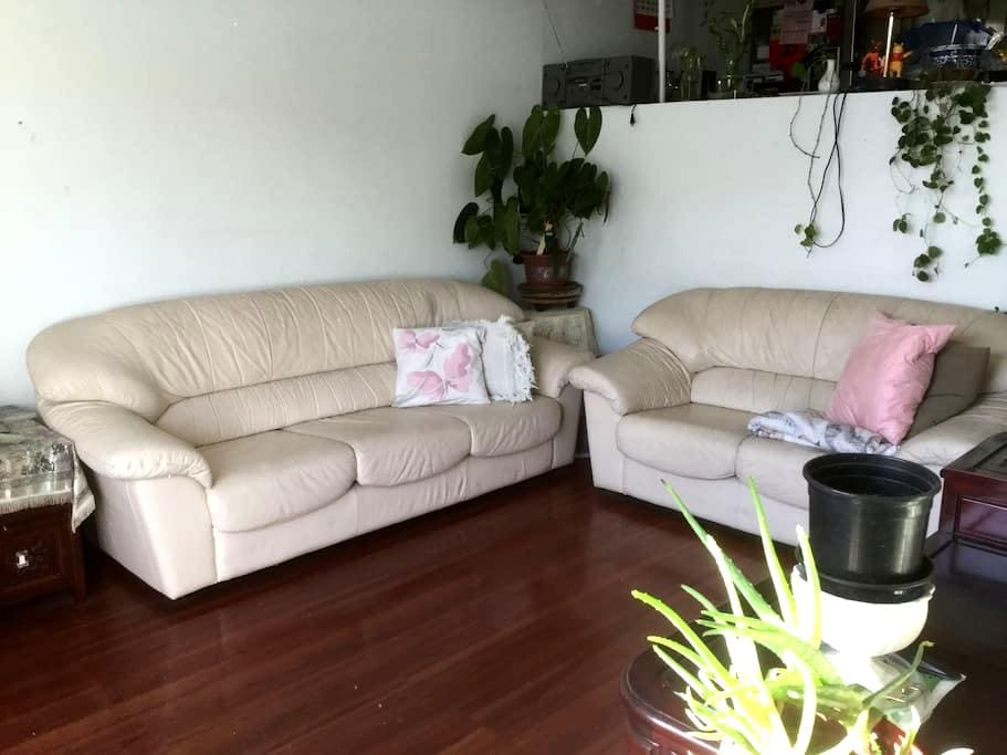 MASTER BEDROOM W/GREAT VIEW & OWN PATIO - 阿罕布拉(Alhambra) - 公寓