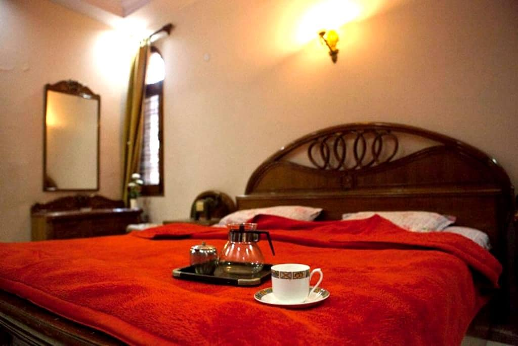 Double Bedroom/Amazing Location/Near Metro&market - Nova Delhi