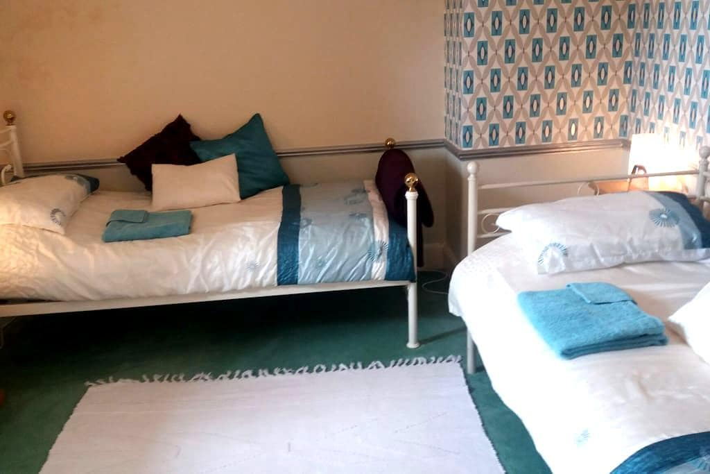 TWIN rm. Private Dining/TV & Bathrm - Harrogate - House