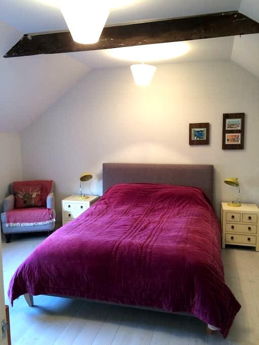 Sunny Coach Rooms (Hay Loft) wifi - Wellington - Bed & Breakfast