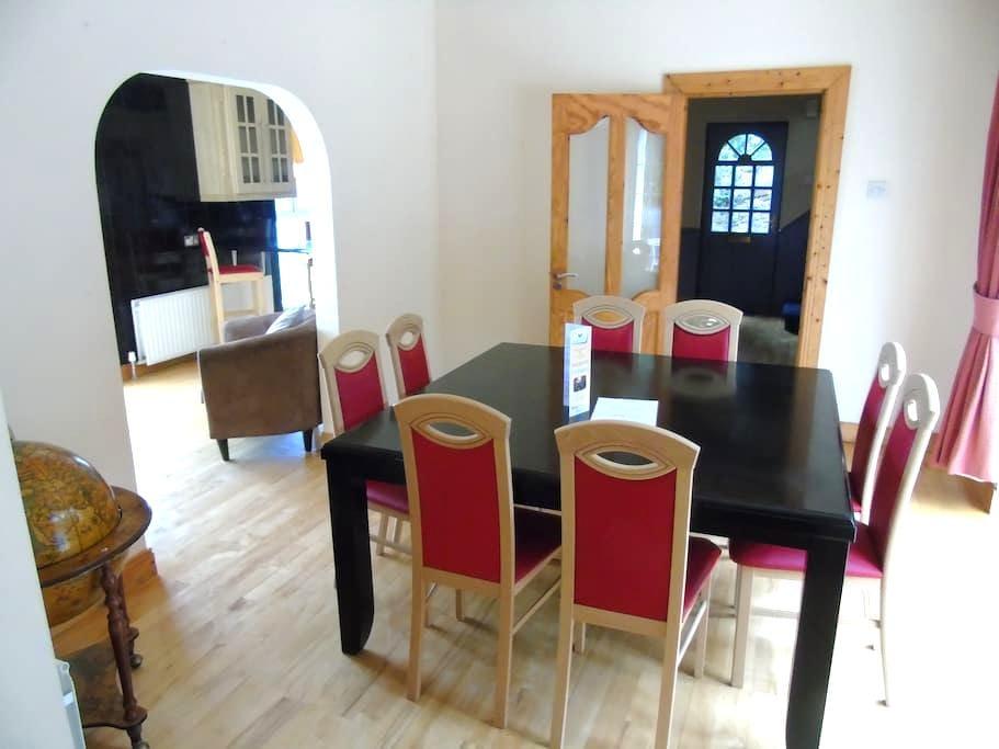 Luxury spacious 4 Bedroom House with Sea Views - Cobh - House