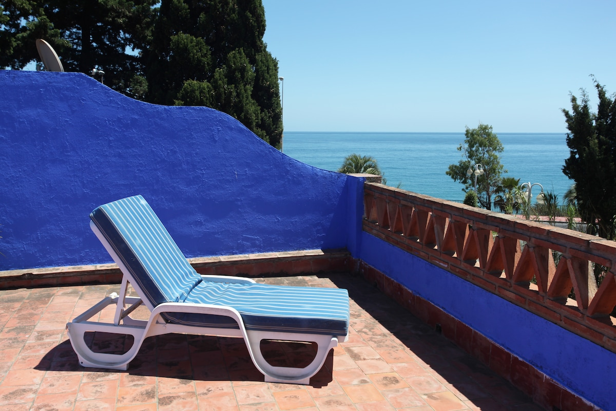 Sea views from the top terrace.  Vistas al mar de la terraza.