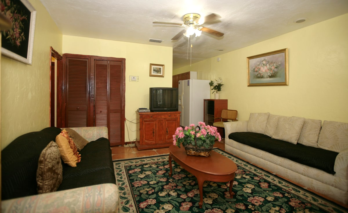4/2 FURNISHED HOUSE 3 MILES BEACHES