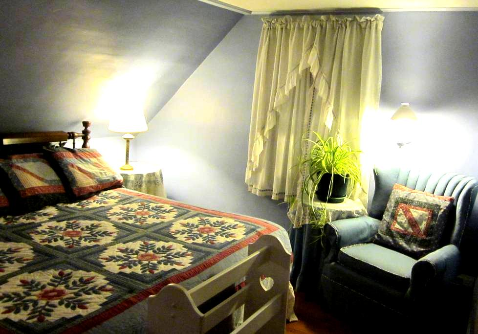 KING: the Airy, Comfy WILDFLOWER ROOM - Phippsburg - Bed & Breakfast