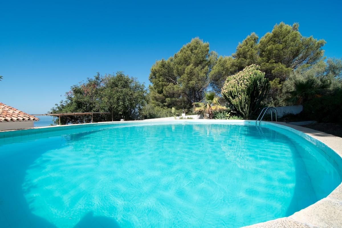 Private House w/StunningVIEWS+Pool!