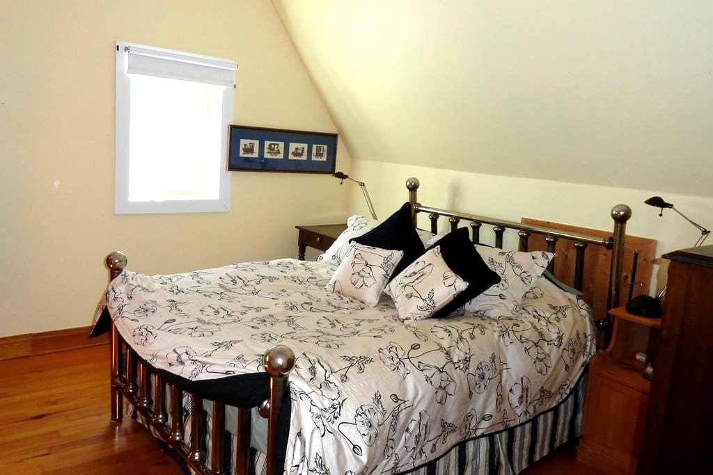 ALLUMETTE ISLAND B&B Room 2 - Chapeau - Bed & Breakfast
