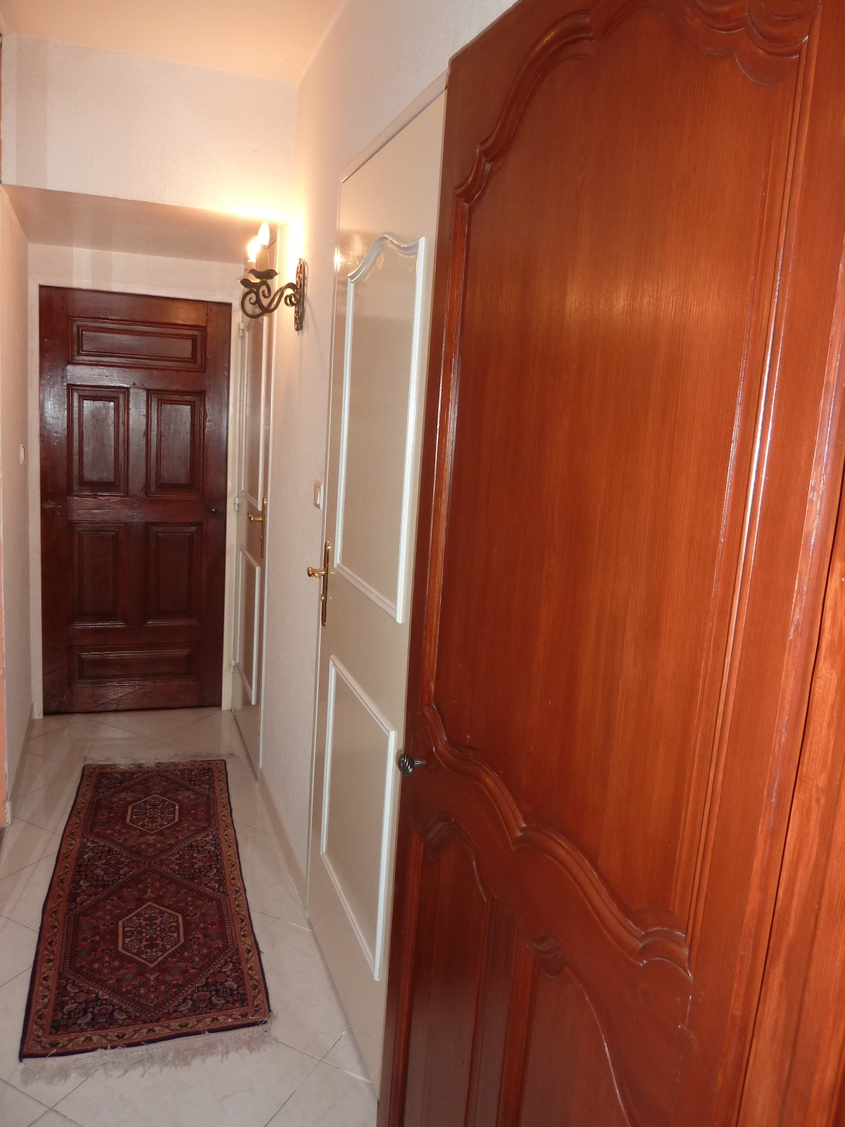 Your private corridor with 3 doors : Bathroom, Toilet and Bedroom # 1 at the end of the corridor