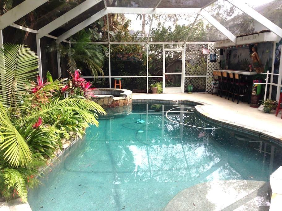 Tropical Garden Suite - Palm Harbor - Appartement