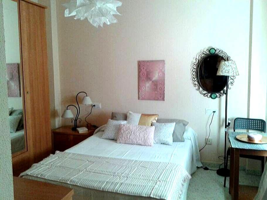 Golden room in Andalusie patio - El Puerto de Santa María