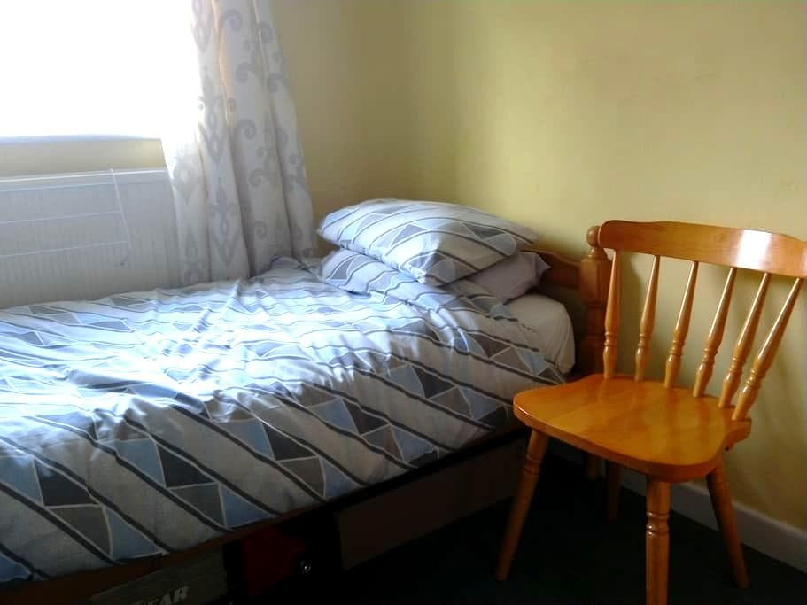 Comftable single and WiFi - Lower Earley - Haus