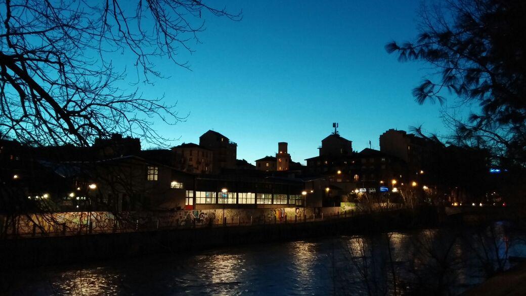 Le rive del fiume Dora, la sera, dalla finestra di casa