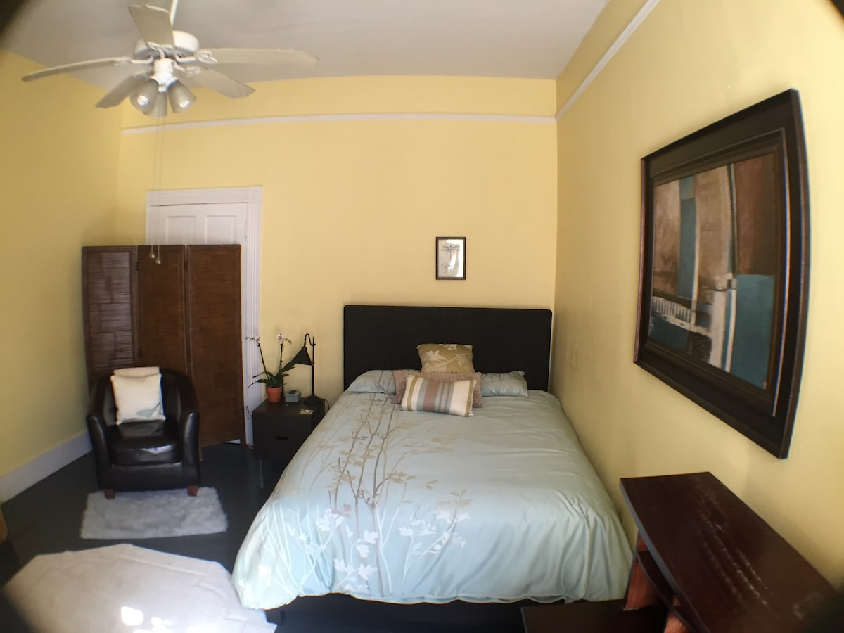 Charming Private Apt. near Downtown