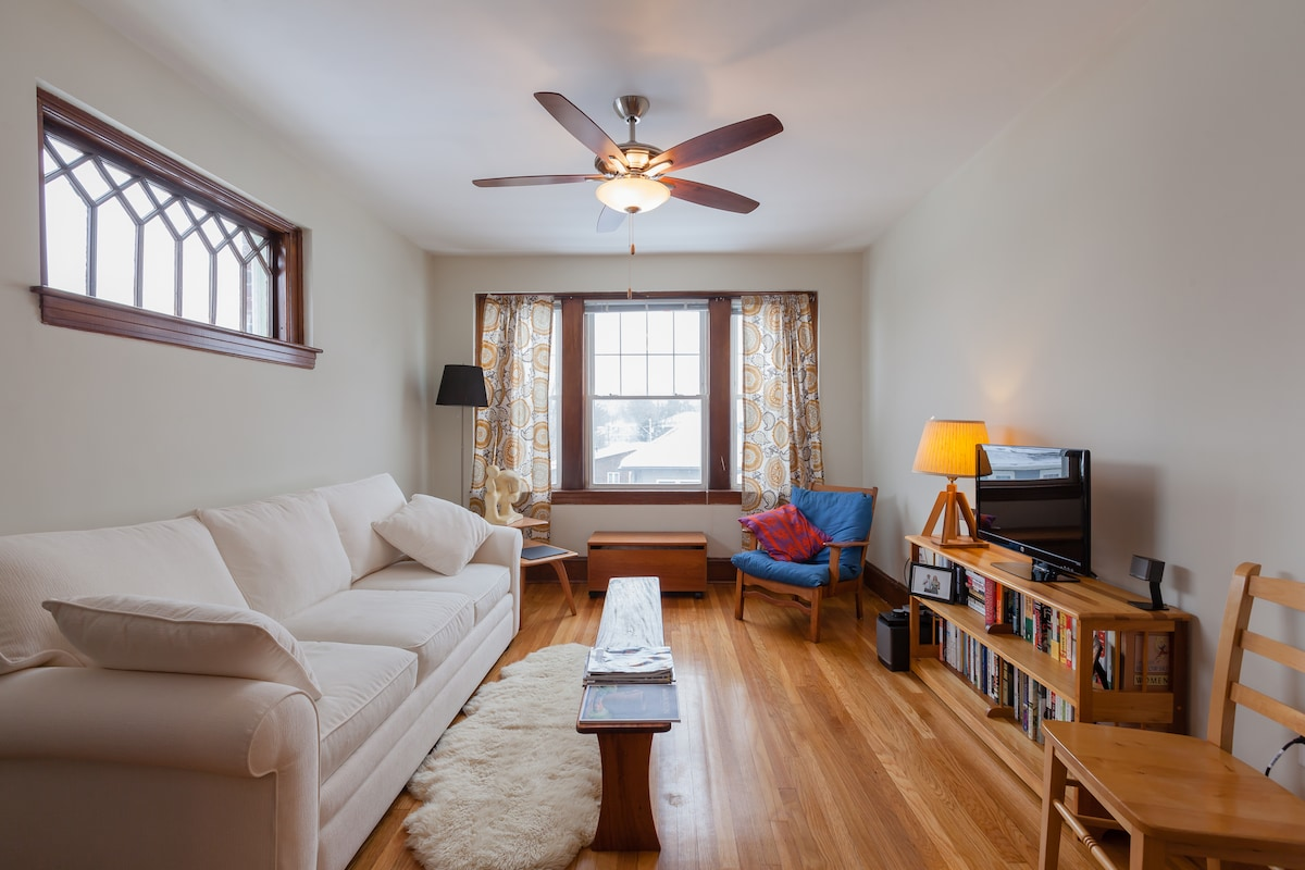 Pondside, Sunny 2 Bedroom Retreat