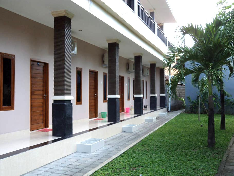 Home Stay Cozy and Close to the Beach and Airport - Kuta