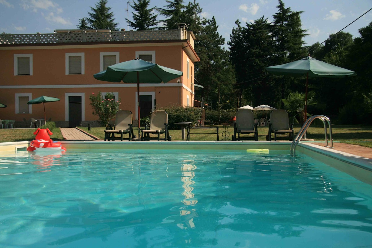 Villa con piscina nel centro Italia