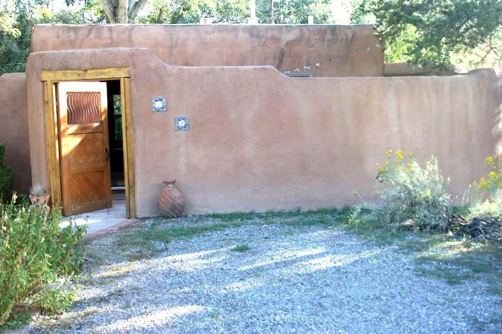 Charming and modern guest house - Los Ranchos de Albuquerque - Pensió