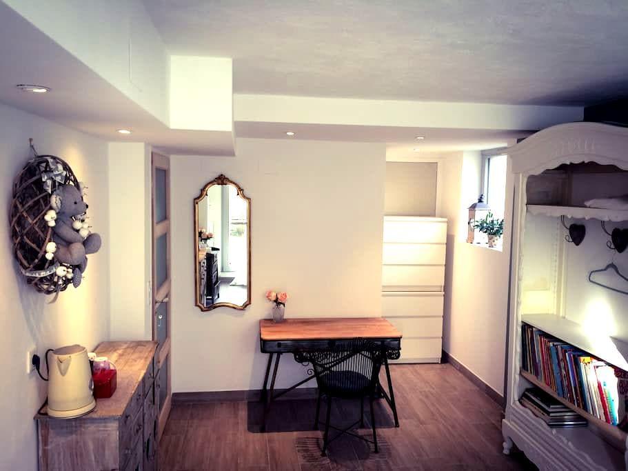 chambre & sdb privées, entrée jardin indépendante - Straatsburg - Huis