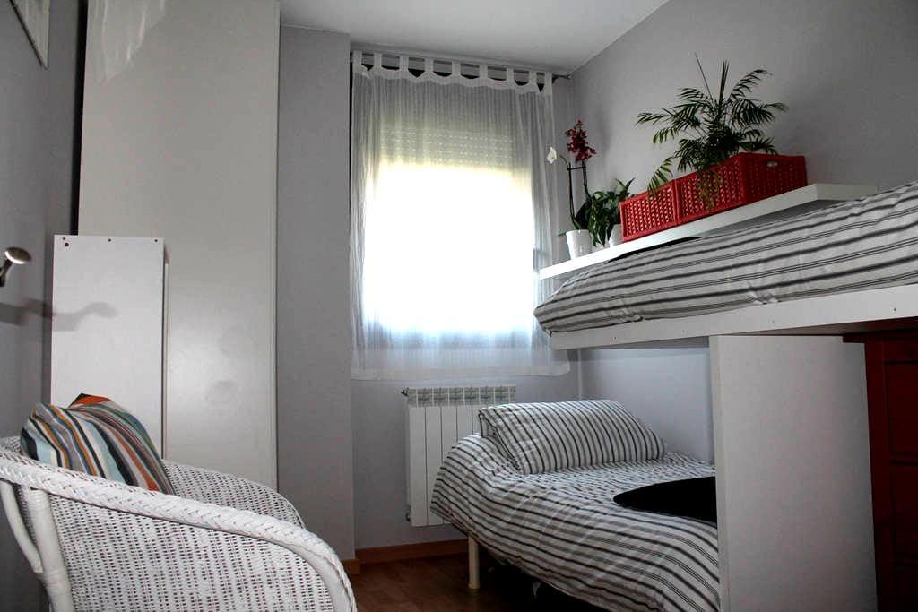 Habitación nueva y luminosa, para 1 o 2 personas - Jaca - Inny