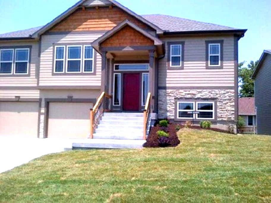 Awesome House in West Lawrence! - Lawrence - Haus