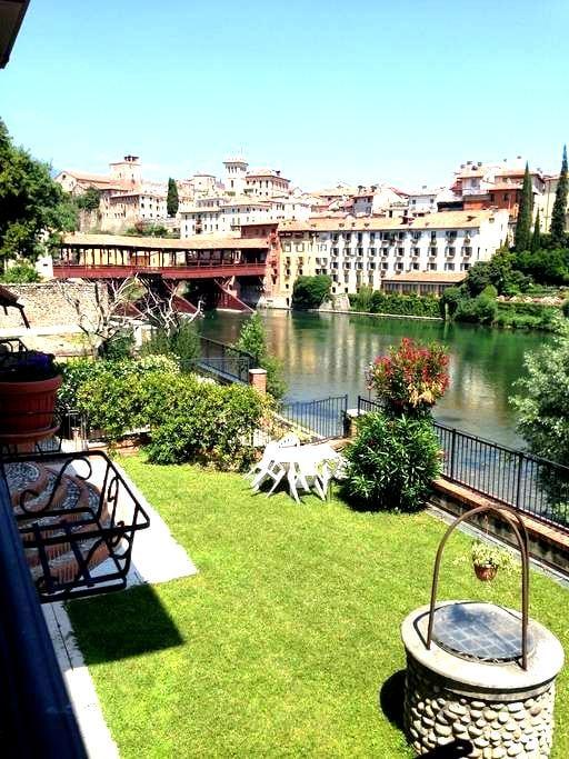 Beautiful Room in front of Ponte Vecchio - Bassano del Grappa - Departamento