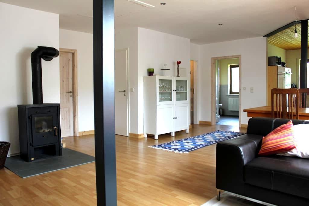 Moderne Ferienwohnung im Grünen - Weinsheim OT Hermespand - Apartamento