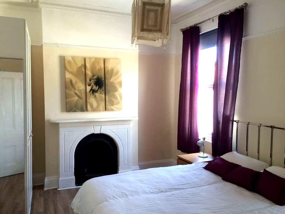 Double room [nº1] in large 4 bed house - Liverpool - Rumah