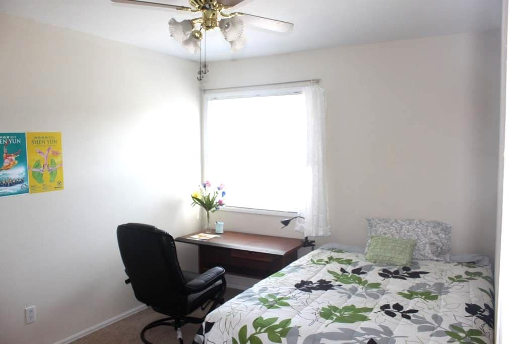 A nice guest room inside a townhouse aside pool - Creve Coeur