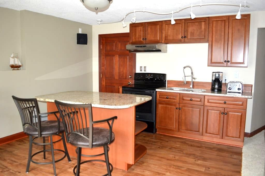 Private entrance Large apartment 1 br 1 ba kitchen - White Bear Lake