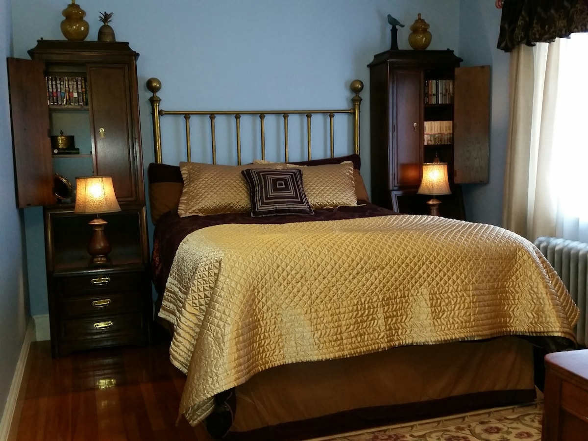 Private Queen Bedroom