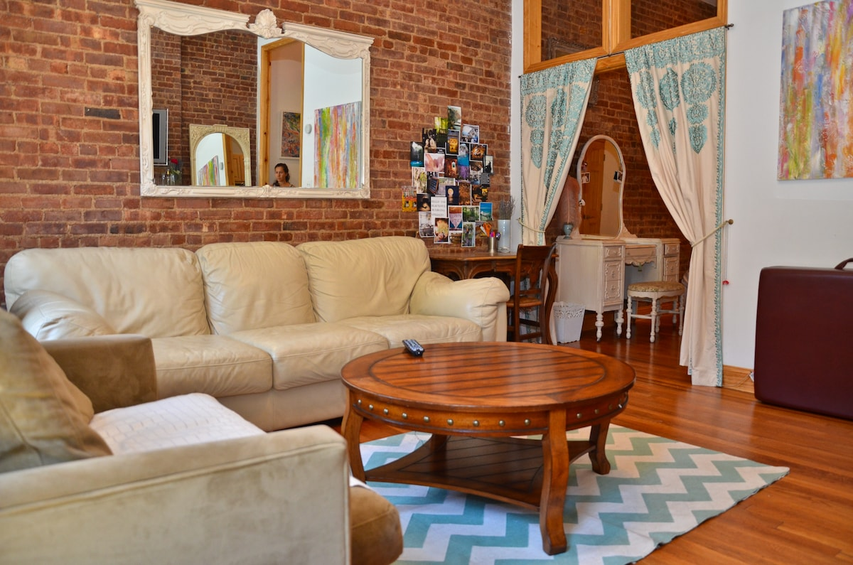 Charming Apt in the Best Location!