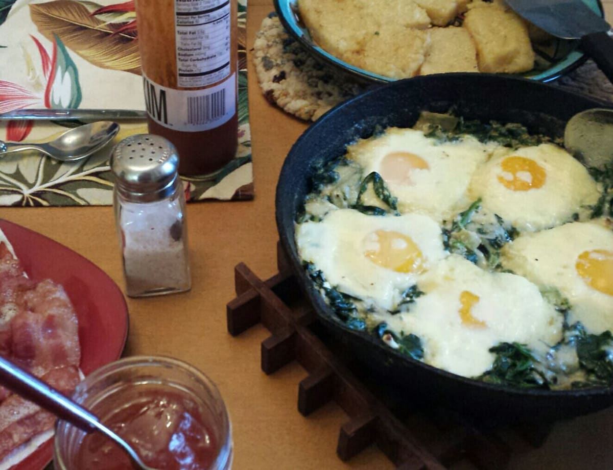 Eggs baked with spinach, fried polenta