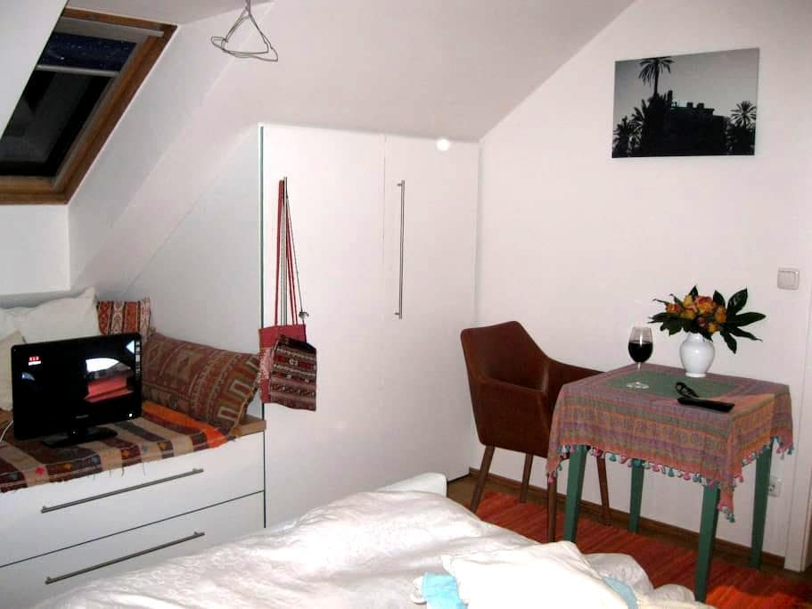 PRIVAT ROOM + NATURE + 18 min. to Oktoberfest - Gräfelfing - Apartamento