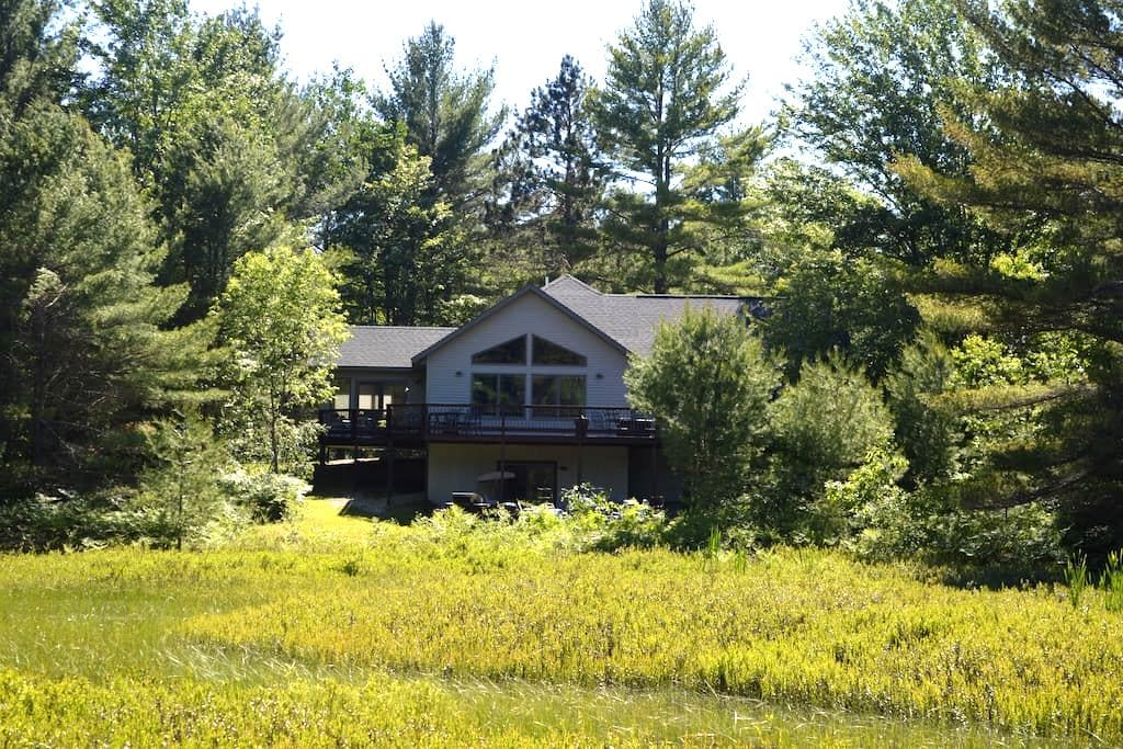 Secluded House in the Woods - Gaylord - Hus