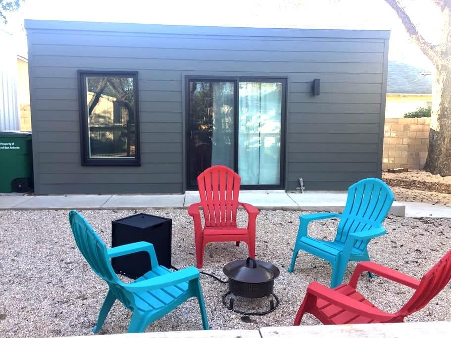 Brand New Modern Pod in Historic Dignowity Hill - San Antonio - Pension