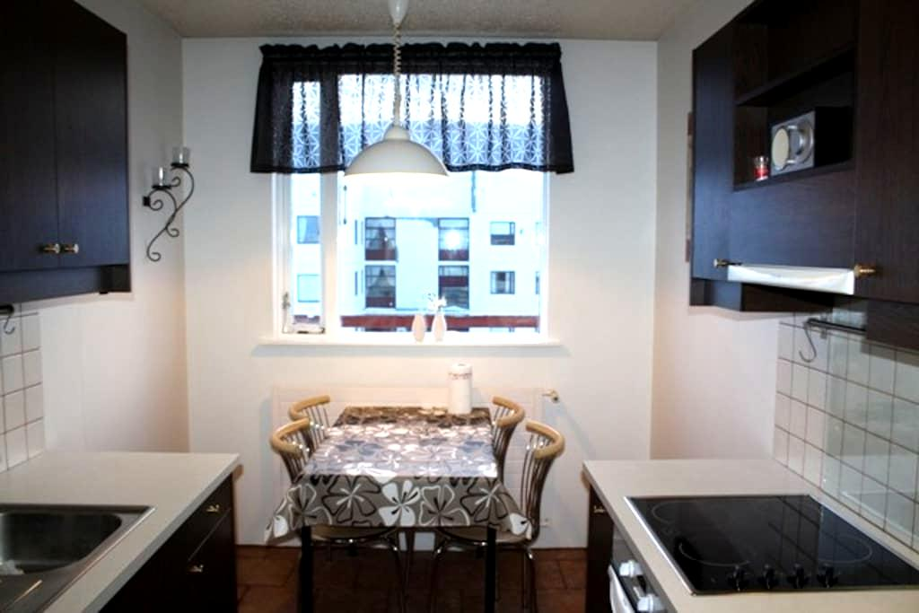 Cosy apartment on 3rd/top floor. - Akureyri - Apartmen