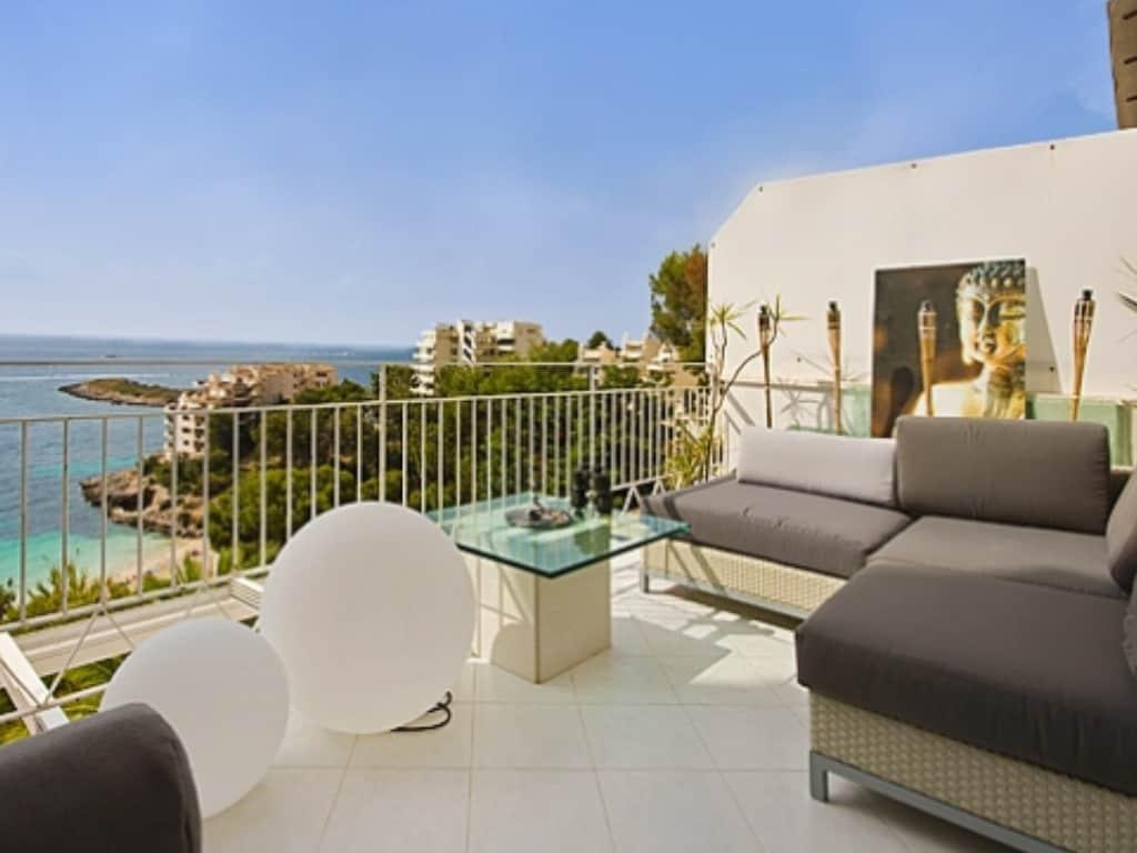 Seaview frontline apartment Illetas