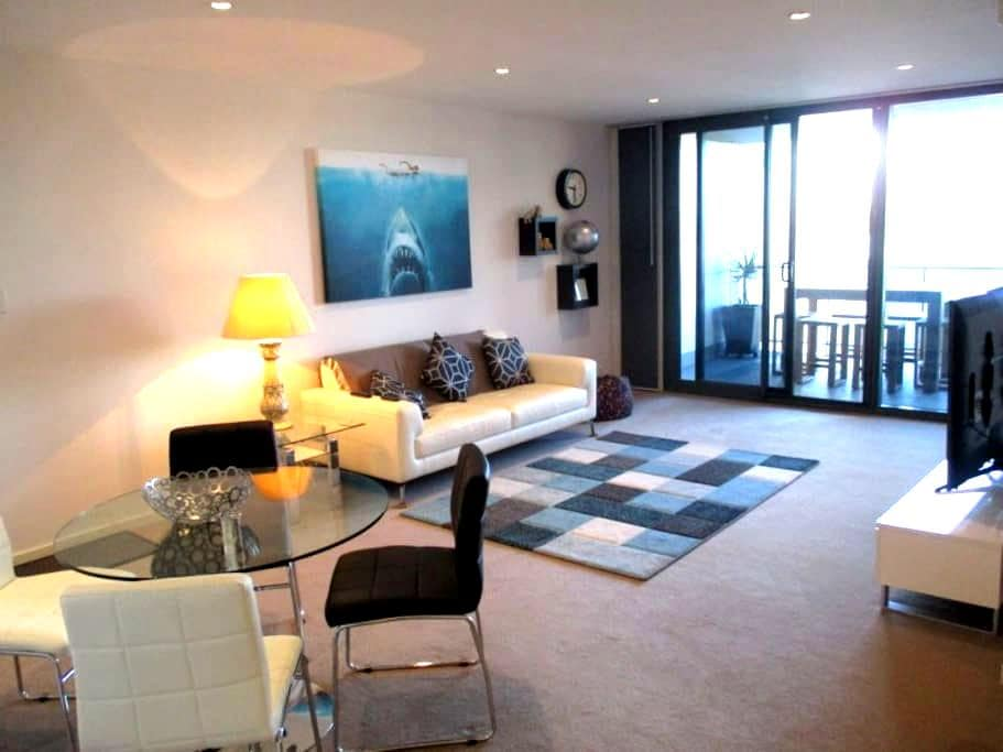 Modern Apartment - Fantastic location - Highgate - Daire
