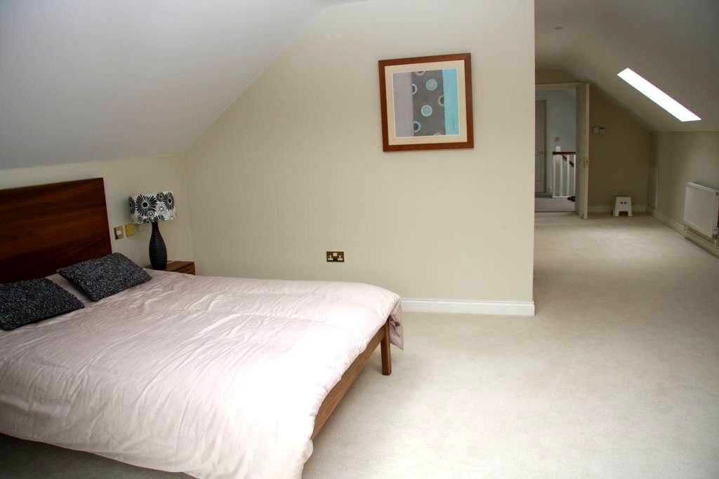 Lovely private large double bedroom - Maynooth