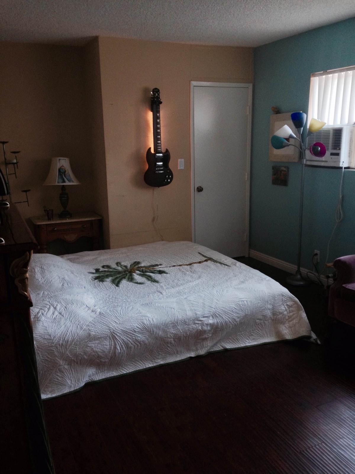 Studio-Privacy // Single-Room Price