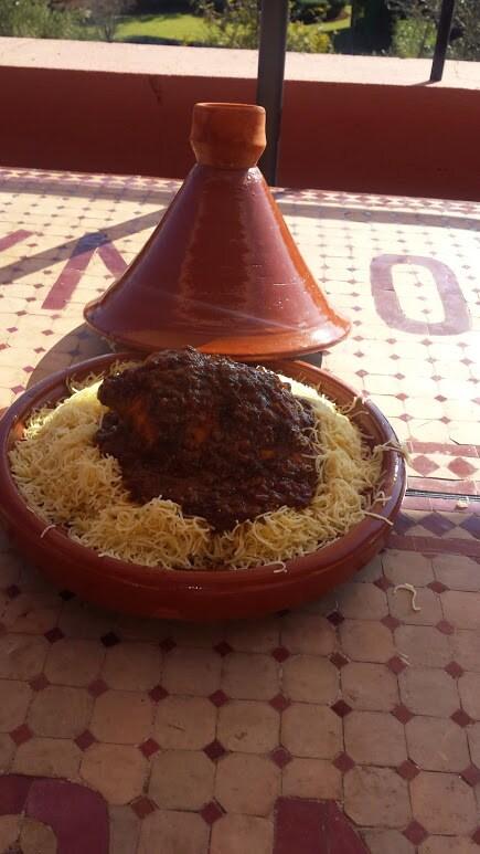 Feel free to  use the tajine to cook Moroccan dishes!!!  Vous pouvez utiliser le tagine pour confectionner des petits plats marocains!!!