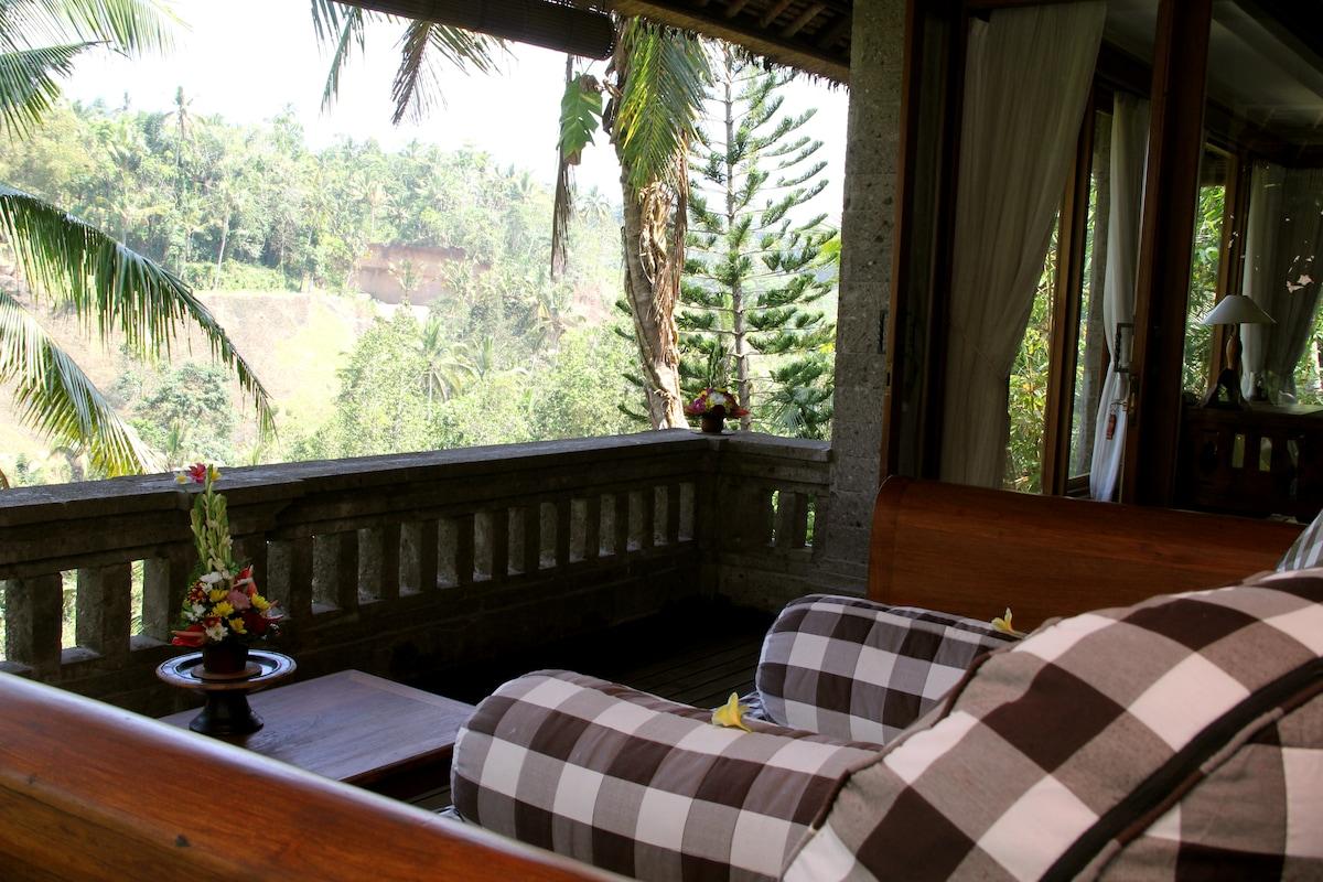 Beautiful 2 Storey Private Villa