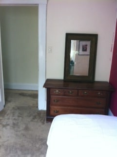 Prime Location - Small Cozy Room