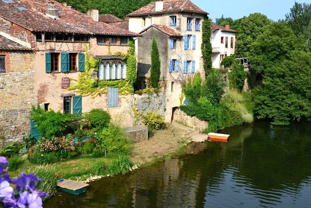 maison médiévale en bord de rivière - Saint-Antonin-Noble-Val - ที่พักพร้อมอาหารเช้า