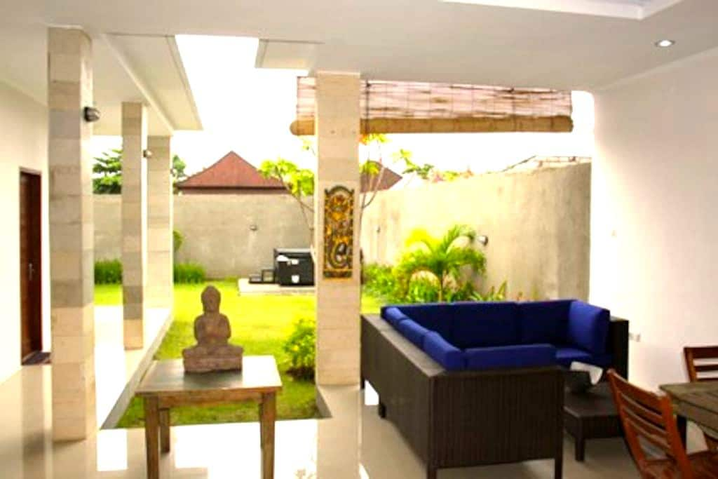 Private beachfront complex - Kecamatan Gianyar - Villa